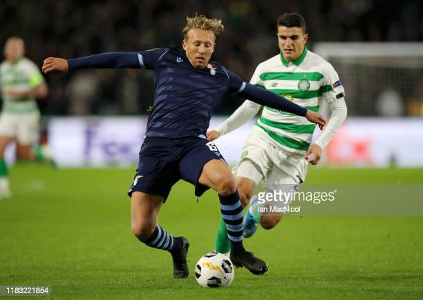 Lucas Leiva of Lazio battles for possession with Mohamed Elyounoussi of Celtic during the UEFA Europa League group E match between Celtic FC and...