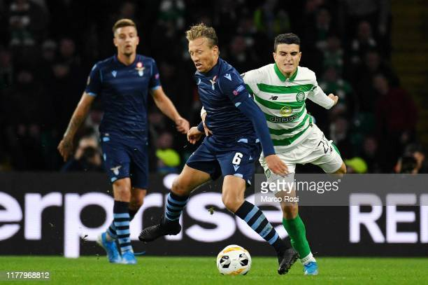 Lucas Leiva of SS Lazio competes for the ball with Mohamed Elyounoussi of Celtic FC during the UEFA Europa League group E match between Celtic FC and...