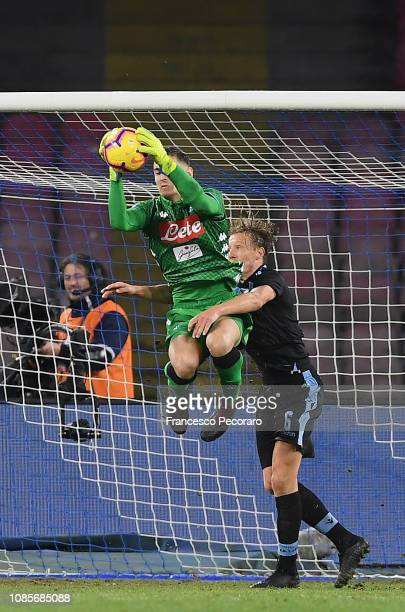 Lucas Leiva of SS Lazio vies Alex Meret of SSC Napoli during the Serie A match between SSC Napoli and SS Lazio at Stadio San Paolo on January 20 2019...