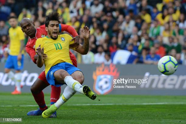 Lucas Lima of Brazil competes for the ball with Adolfo Machado of Panama during the international friendly match between Brazil and Panama at Estadio...