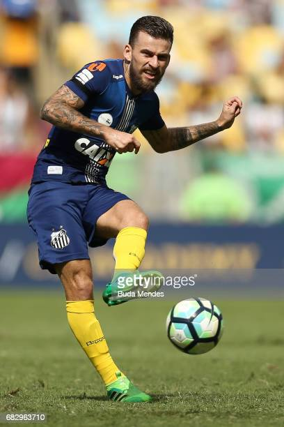 Lucas Lima of Santos controls the ball during a match between Fluminense and Santos as part of Brasileirao Series A 2017 at Maracana Stadium on May...