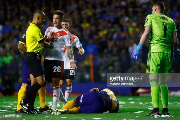 Lucas Martinez Quarta of River Plate argues with Referee Wilton Sampaio during the Semifinal second leg match between Boca Juniors and River Plate as...