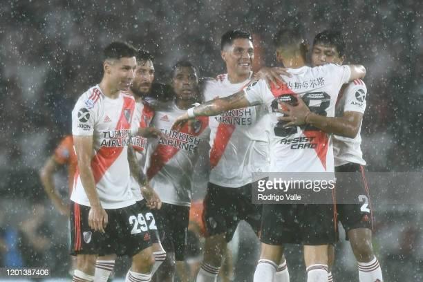 Lucas Martínez Quarta of River Plate celebrates with teammates Robert Rojas Enzo Pérez Nicolás De La Cruz Milton Casco and Gonzalo Montiel after...