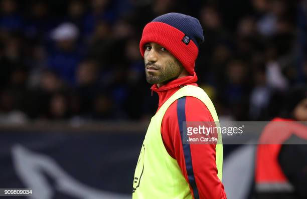 Lucas Moura of PSG warms up during the French National Cup match between Paris Saint Germain and En Avant Guingamp at Parc des Princes on January 24...