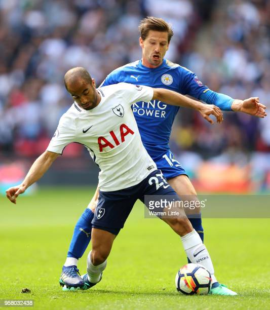 Lucas Moura In White: Spurs Photos Et Images De Collection
