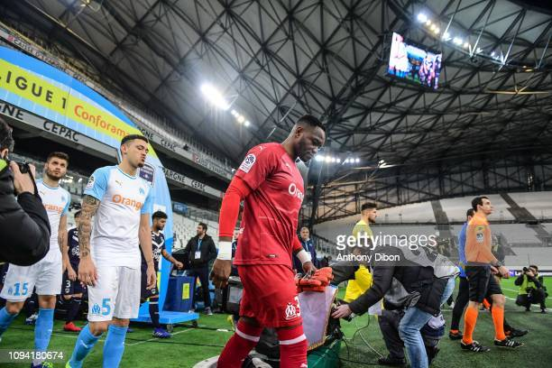 Lucas Ocampos and Steve Mandanda of Marseille during the Ligue 1 match between Marseille and Bordeaux at Stade Velodrome on February 5 2019 in...