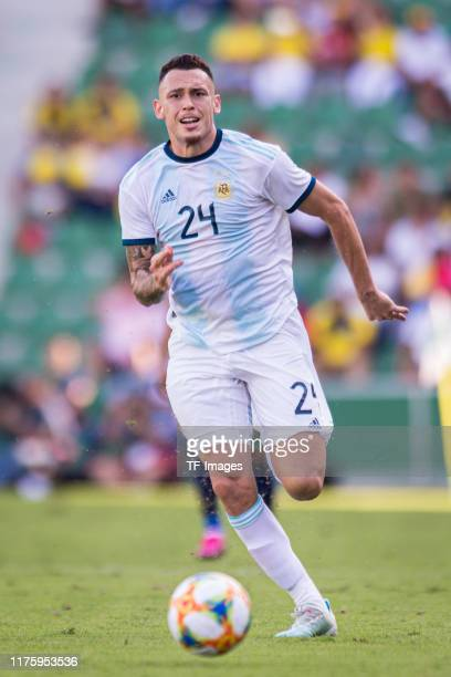 Lucas Ocampos of Argentina controls the ball during the UEFA Euro 2020 qualifier between Ecuador and Argentina on October 13, 2019 in Elche, Spain.