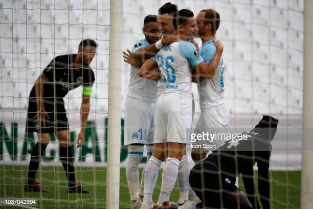 Lucas Ocampos of Marseille celebrates scoring with teammates during the Europa League match between Marseille and Eintracht Frankfurt at Stade...