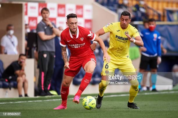Lucas Ocampos of Sevilla FC battles for possession with Ramiro Funes Mori of Villarreal CF during the La Liga Santander match between Villarreal CF...