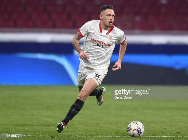 Lucas Ocampos of Sevilla FC controls the ball during the La Liga Santander match between Atletico de Madrid and Sevilla FC at Estadio Wanda...
