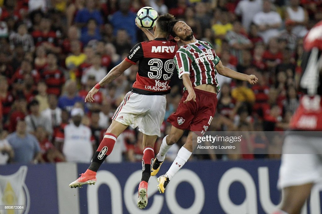 Lucas Paquetá (L) of Flamengo battles for the ball with Gustavo Scarpa of Fluminense during the match between Flamengo and Fluminense as part of Brasileirao Series A 2017 at Maracana Stadium on October 12, 2017 in Rio de Janeiro, Brazil.