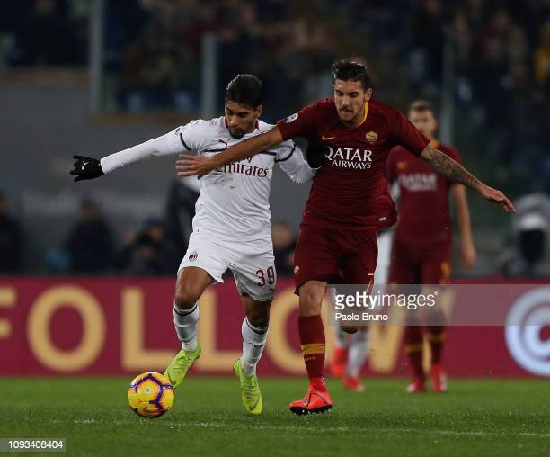 Lucas Paqueta of AC Milan competes for the ball with Lorenzo Pellegrini of AS Roma during the Serie A match between AS Roma and AC Milan at Stadio...