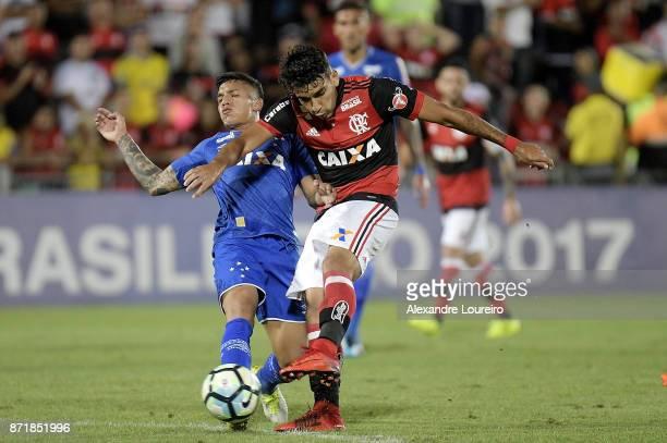 Lucas Paqueta of Flamengo battles for the ball with Lucas Romero of Cruzeiro during the match between Flamengo and Cruzeiro as part of Brasileirao...
