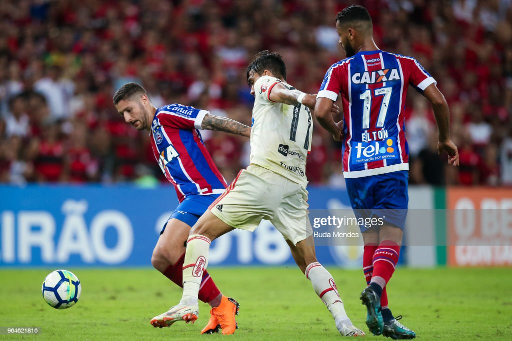 Lucas Paqueta (C) of Flamengo struggles for the ball with Elton (R) and Regis of Bahia during a match between Flamengo and Bahia as part of Brasileirao Series A 2018 at Maracana Stadium on May 31, 2018 in Rio de Janeiro, Brazil.