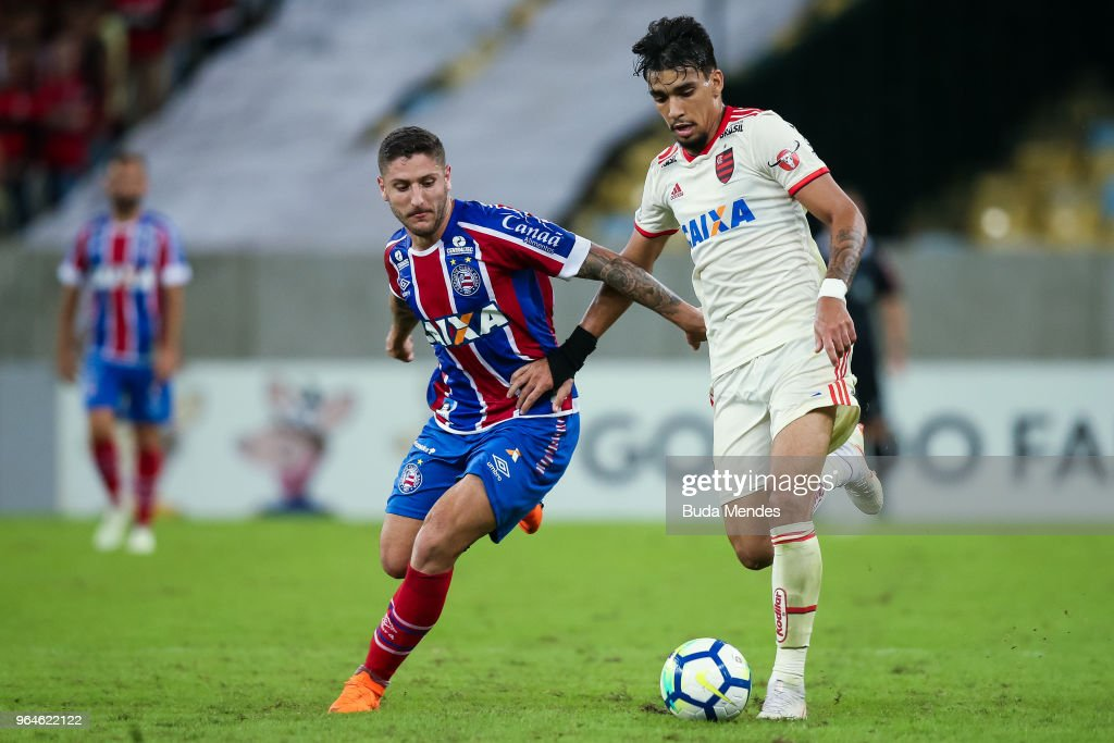 Lucas Paqueta (R) of Flamengo struggles for the ball with Ze Rafael of Bahia during a match between Flamengo and Bahia as part of Brasileirao Series A 2018 at Maracana Stadium on May 31, 2018 in Rio de Janeiro, Brazil.