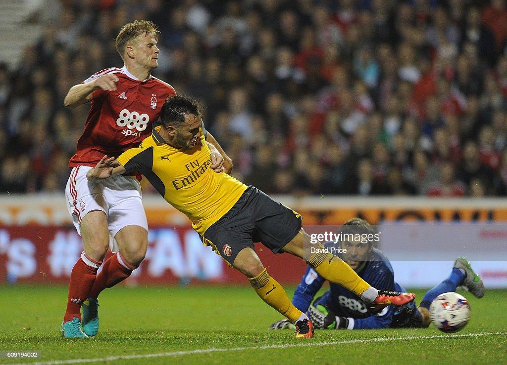 Nottingham Forest v Arsenal - EFL Cup Third Round : News Photo