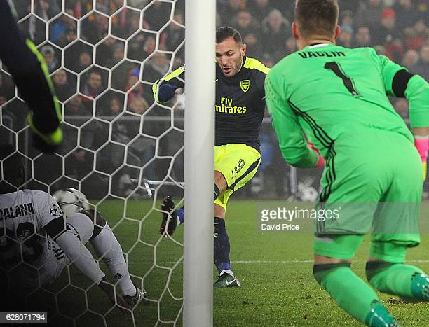 Lucas Perez scores his and Arsenal's 1st goal during the UEFA Champions League match between FC Basel and Arsenal at St JakobPark on December 6 2016...