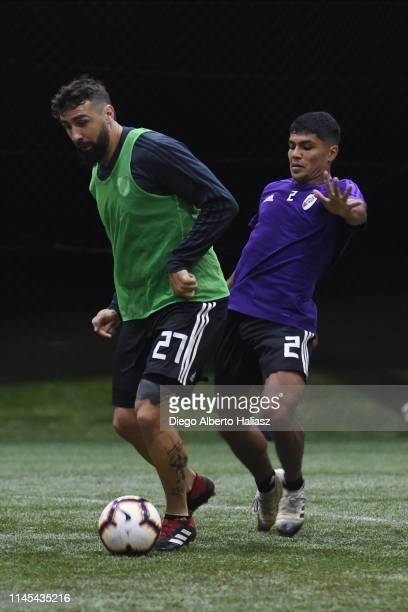Lucas Pratto and Robert Rojas of River Plate during a training session at CAT Alfredo Gottardi on May 21 2019 in Curitiba Brazil River Plate will...