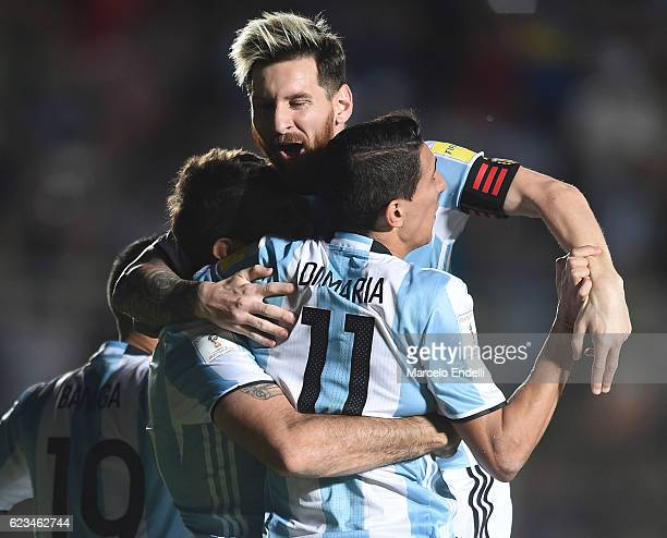 Lucas Pratto of Argentina celebrates with teammates after scoring the second goal of his team during a match between Argentina and Colombia as part...