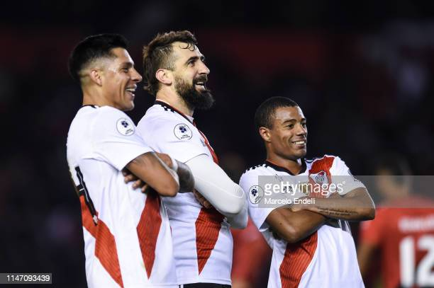 Lucas Pratto of River Plate celebrates with teammates Enzo Perez and Nicolás De La Cruz after scoring the second goal of his team during the second...