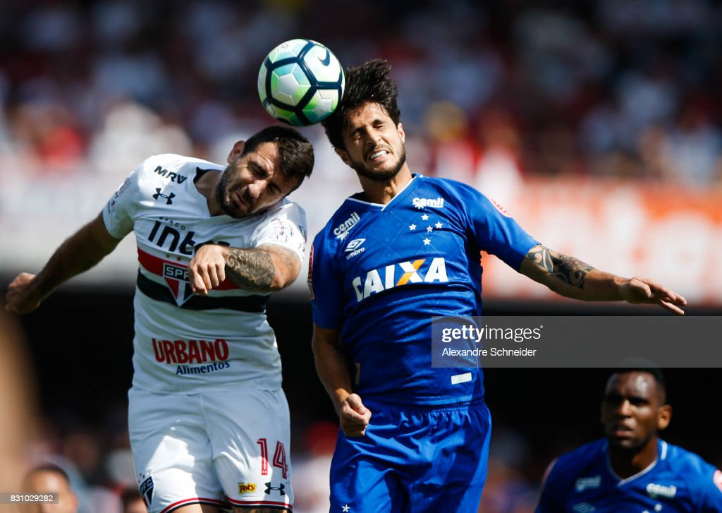 Lucas Pratto (L) of Sao Paulo and Hudson of Cruzeiro in action during the match between Sao Paulo and Cruzeiro for the Brasileirao Series A 2017 at Morumbi Stadium on August 13, 2017 in Sao Paulo, Brazil.