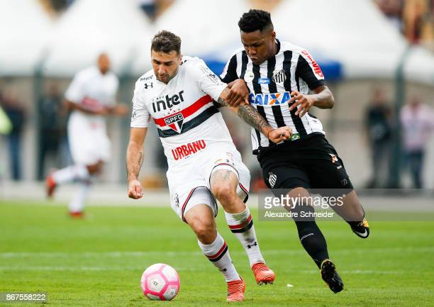 Lucas Pratto of Sao Paulo and Matheus Jesus of Santos in action during the match between Sao Paulo and Santos for the Brasileirao Series A 2017 at...