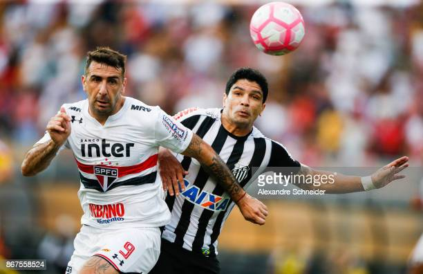 Lucas Pratto of Sao Paulo and Renato of Santos in action during the match between Sao Paulo and Santos for the Brasileirao Series A 2017 at Pacaembu...