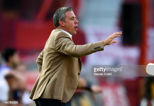 Lucas Pusineri coach of Independiente gives instructions to his team players during a match between Independiente and River Plate as part of...