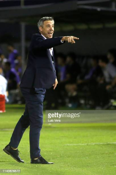 Lucas Pusineri heach coach of Deportivo Cali gives instructions during a match between Guarani and Deportivo Cali as part of the first round of Copa...