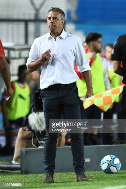 Lucas Pusineri head coach of Independiente reacts during a match between Racing Club and Independiente as part of Superliga 2019/20 at Presidente...