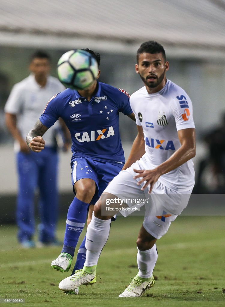 Santos v Cruzeiro - Brasileirao Series A 2017