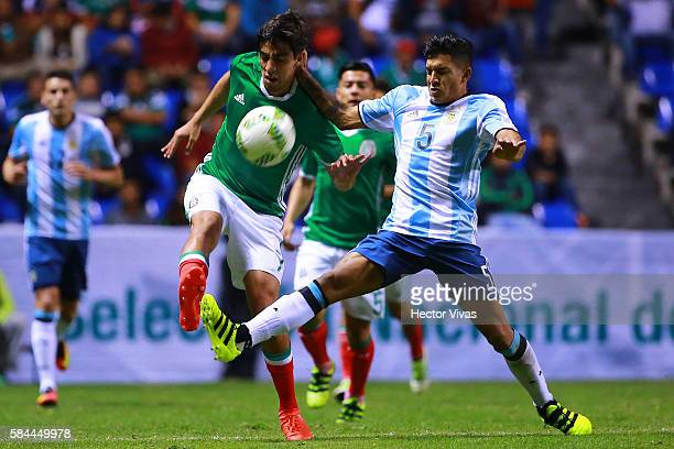 Lucas Romero of Argentina struggles for the ball with Rodolfo Pizarro of Mexico during an U23 International Friendly between Mexico and Argentina at...