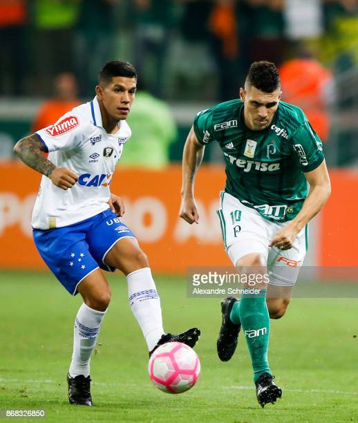 Lucas Romero of Cruzeiro and Moises of Palmeiras in action during the match between Palmeiras and Cruzeiro for the Brasileirao Series A 2017 at...