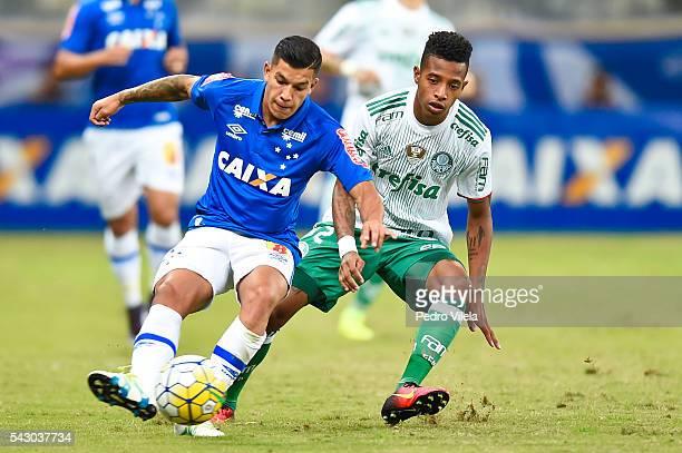 Lucas Romero of Cruzeiro and Tche Tche of Palmeiras battle for the ball during a match between Palmeiras and Cruzeiro as part of Brasileirao Series A...