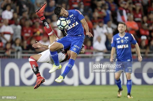 Lucas Romero of Cruzeiro in action during the match between Flamengo and Cruzeiro as part of Brasileirao Series A 2017 at Ilha do Urubu Stadium on...