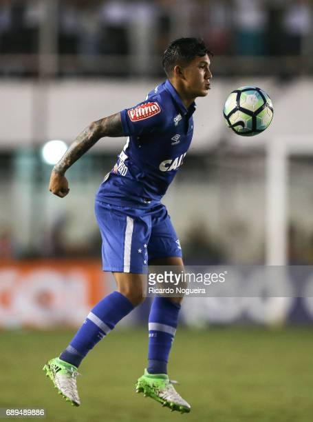 Lucas Romero of Cruzeiro on the ball during the match between Santos and Cruzeiro as a part of Campeonato Brasileiro 2017 at Vila Belmiro Stadium on...