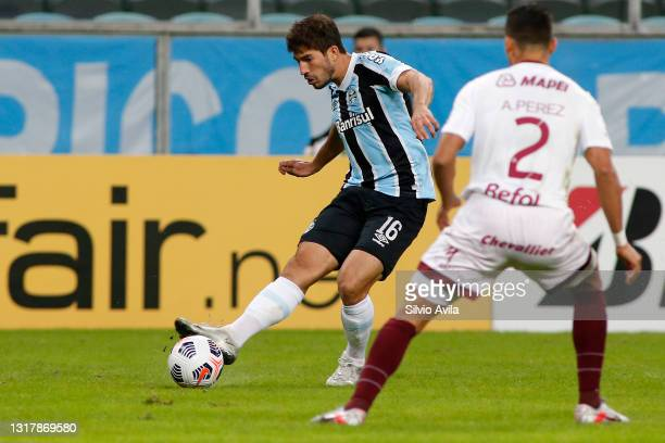 Lucas Silva of Gremio competes for the ball with Alexis Pérez of Lanus during a match between Gremio and Lanus as part of group H of Copa CONMEBOL...