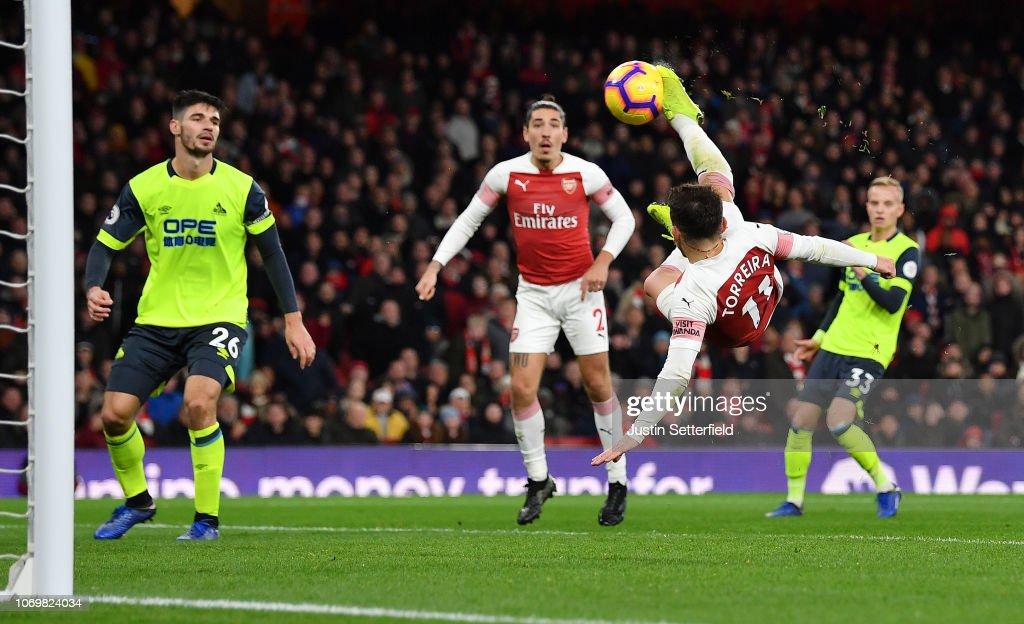 Arsenal FC v Huddersfield Town - Premier League : ニュース写真