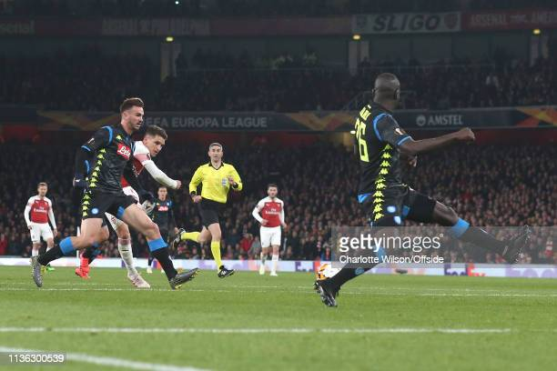 Lucas Torreira of Arsenal scores their 2nd goal during the UEFA Europa League Quarter Final First Leg match between Arsenal and S.S.C. Napoli at...