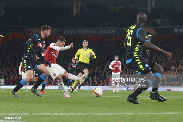Lucas Torreira of Arsenal scores their 2nd goal during the UEFA Europa League Quarter Final First Leg match between Arsenal and SSC Napoli at...