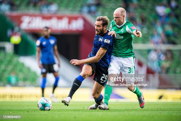 Lucas Tousart of Berlin and Davy Klaassen of Bremen in action during the Bundesliga match between SV Werder Bremen and Hertha BSC at Wohninvest...