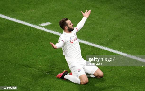 Lucas Tousart of Olympique Lyon celebrate his goal with teammattes during the UEFA Champions League round of 16 first leg match between Olympique...