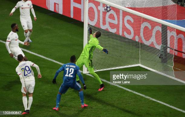 Lucas Tousart of Olympique Lyon score a goal during the UEFA Champions League round of 16 first leg match between Olympique Lyon and Juventus at Parc...