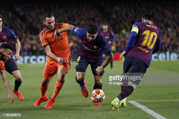 Lucas Tousart of Olympique Lyonnais Luis Suarez of FC Barcelona Lionel Messi of FC Barcelona during the UEFA Champions League round of 16 match...