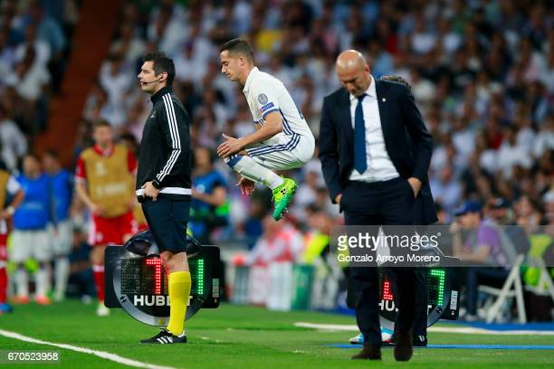 Lucas Vazquez of Real Madrid CF warms up behind his coach Zinedine Zidane during the UEFA Champions League Quarter Final second leg match between...