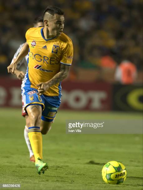 Lucas Zelarayan drives the ball during the semi finals first leg match between Tigres UANL and Tijuana as part of the Torneo Clausura 2017 Liga MX...
