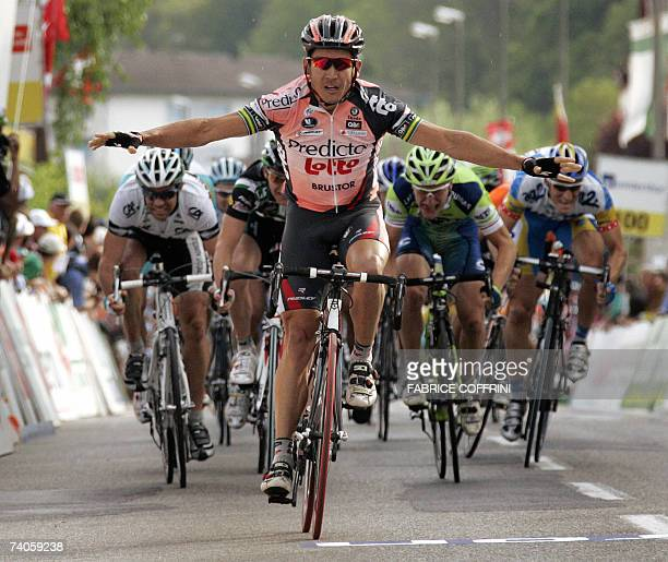 Robbie McEwen of Australia raises his arms on his way to win 03 May 2007 the 2nd stage La ChauxdeFonds to Lucens at the sixday Tour of Romandie UCI...