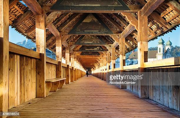 ルツェルンスイスカペル橋のインテリアと絵画 - ルツェルン ストックフォトと画像