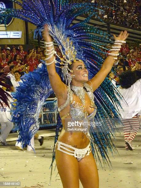 CONTENT] Luciana Picorelli madrinha de bateria da União da Ilha Beautiful Samba Dancer at the Sambodromo Carnival in Rio de Janeiro