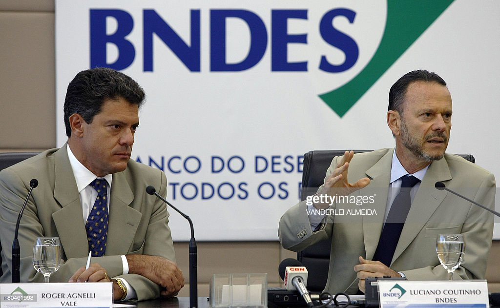 Luciano Coutinho (R), president of Brazi : News Photo